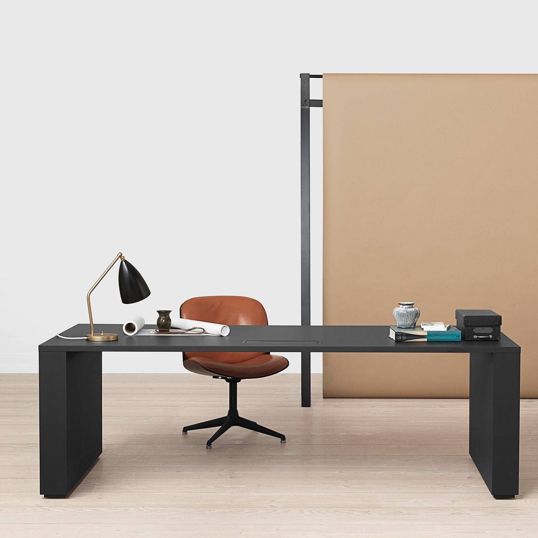 Gräshoppa Table Lamp Black Bordslampa | Gubi | Länna Möbler
